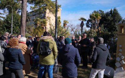 #Noicisiamo: Nisseni riuniti alla villa Amedeo per rispondere  agli atti vandalici con l'arte e la bellezza