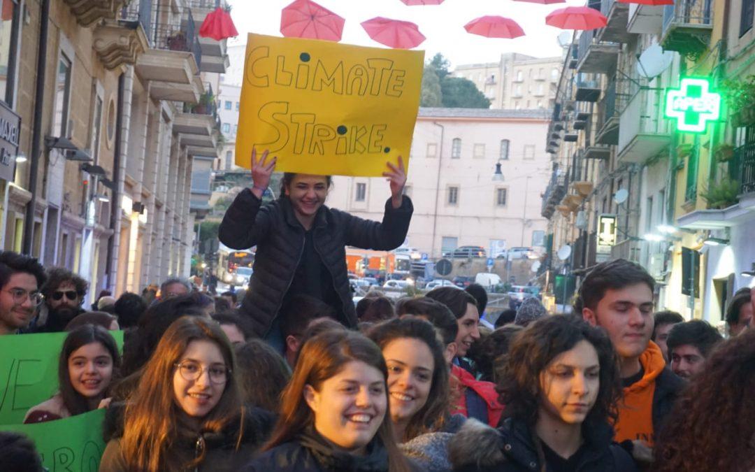 """Fridays for Future Caltanissetta: già più di mille adesioni per la manifestazione mondiale e una """"call"""" per gli artisti"""