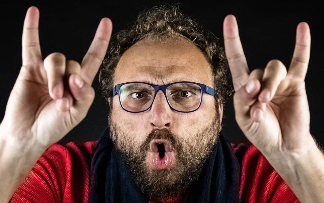 Luca Vullo, Il nisseno che ha fatto della gestualità un patrimonio italiano nel mondo, presenta il suo nuovo libro