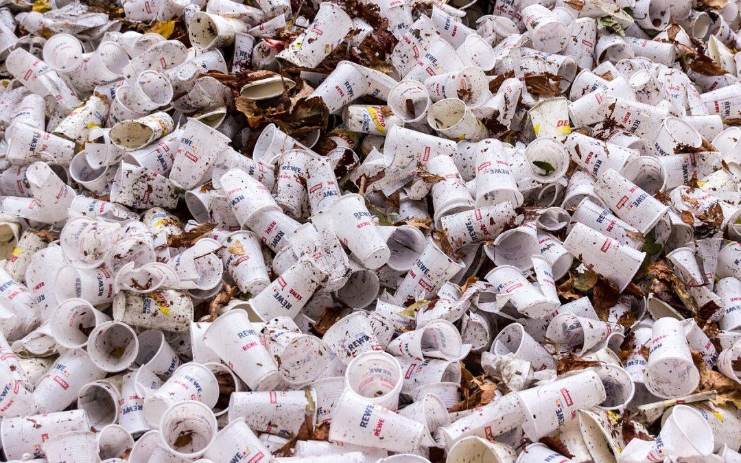 Dal 2020 Caltanissetta ha vietato la plastica monouso, perché nessuno lo dice?