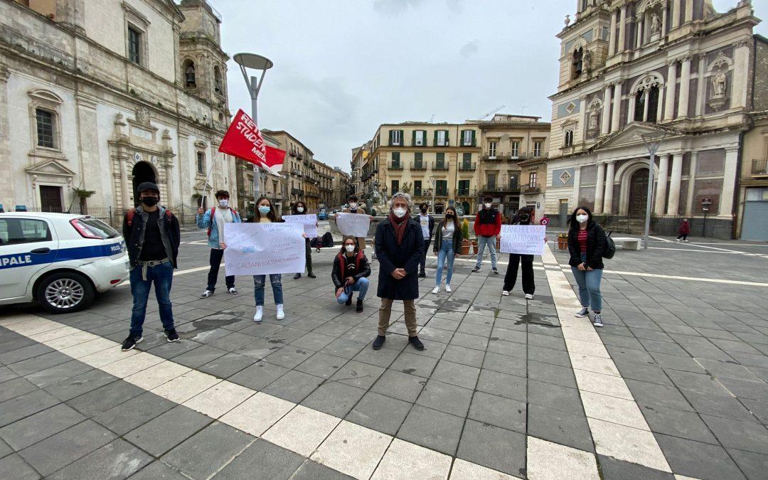 La protesta silenziosa degli studenti e delle studentesse di Caltanissetta